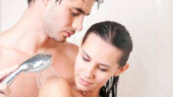 Buat Malammu Bergairah Dengan Shower Sex