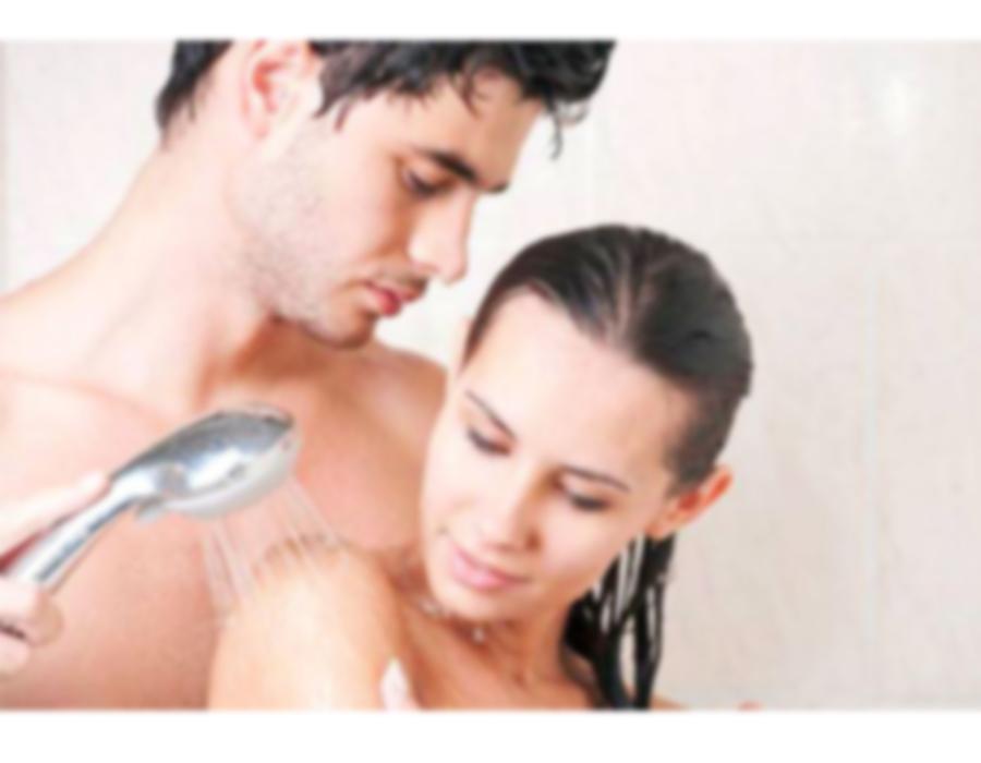 Buat Malammu Bergairah Dengan Shower Sex, Ini Tipsnya !